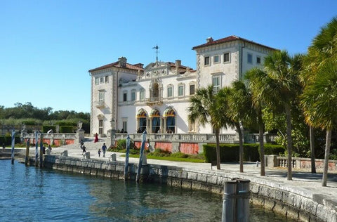 Since then, the villa has been home to the Dade Museum of Art. From time to time, feature film shoots take place here.