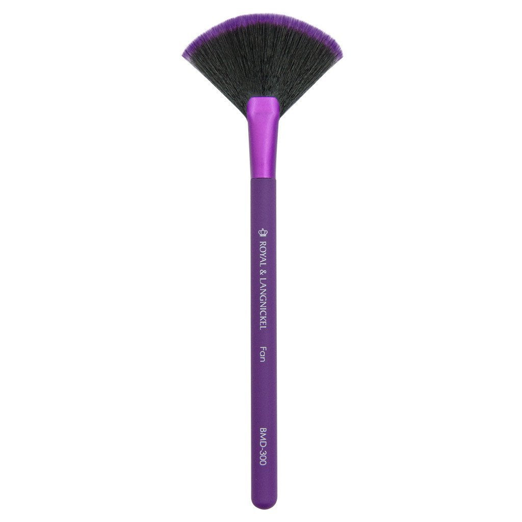 Full brush view of the MODA Fan makeup brush