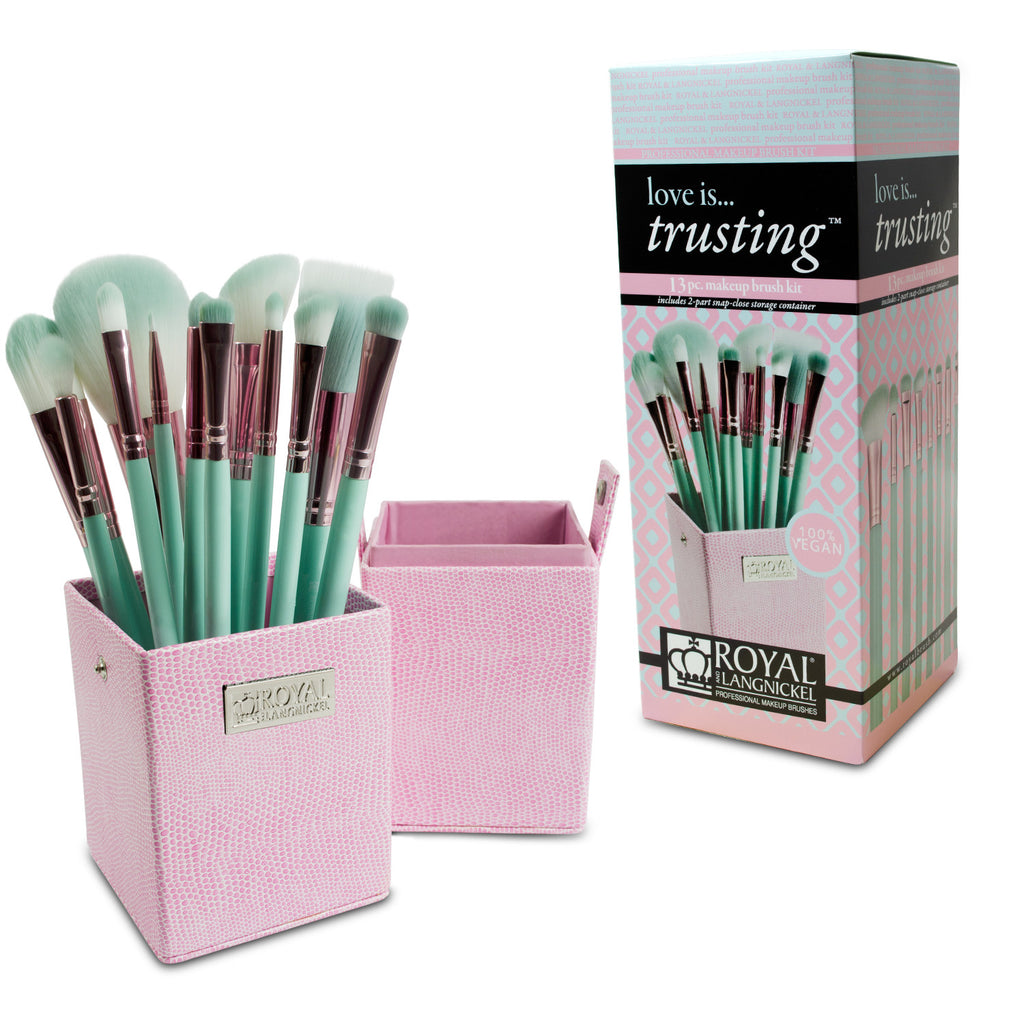 Makeup Brushes in Storage Box and Retail Packaging