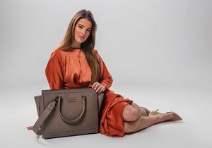 Cezanti Sava is available in two colors: taupe and khaki.