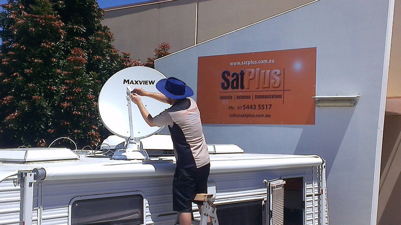 Maxview Roof Mounted Crank Up Sat Dish B2590/85AU