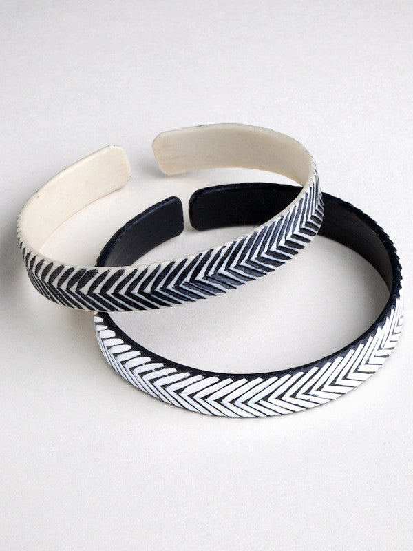 Epatek Bangle with etched 'V' pattern