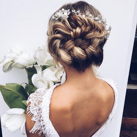 Luxurious Bundles are a great hairstyle choice for weddings and you can definitely do them with your Minque clip-in hair extensions.