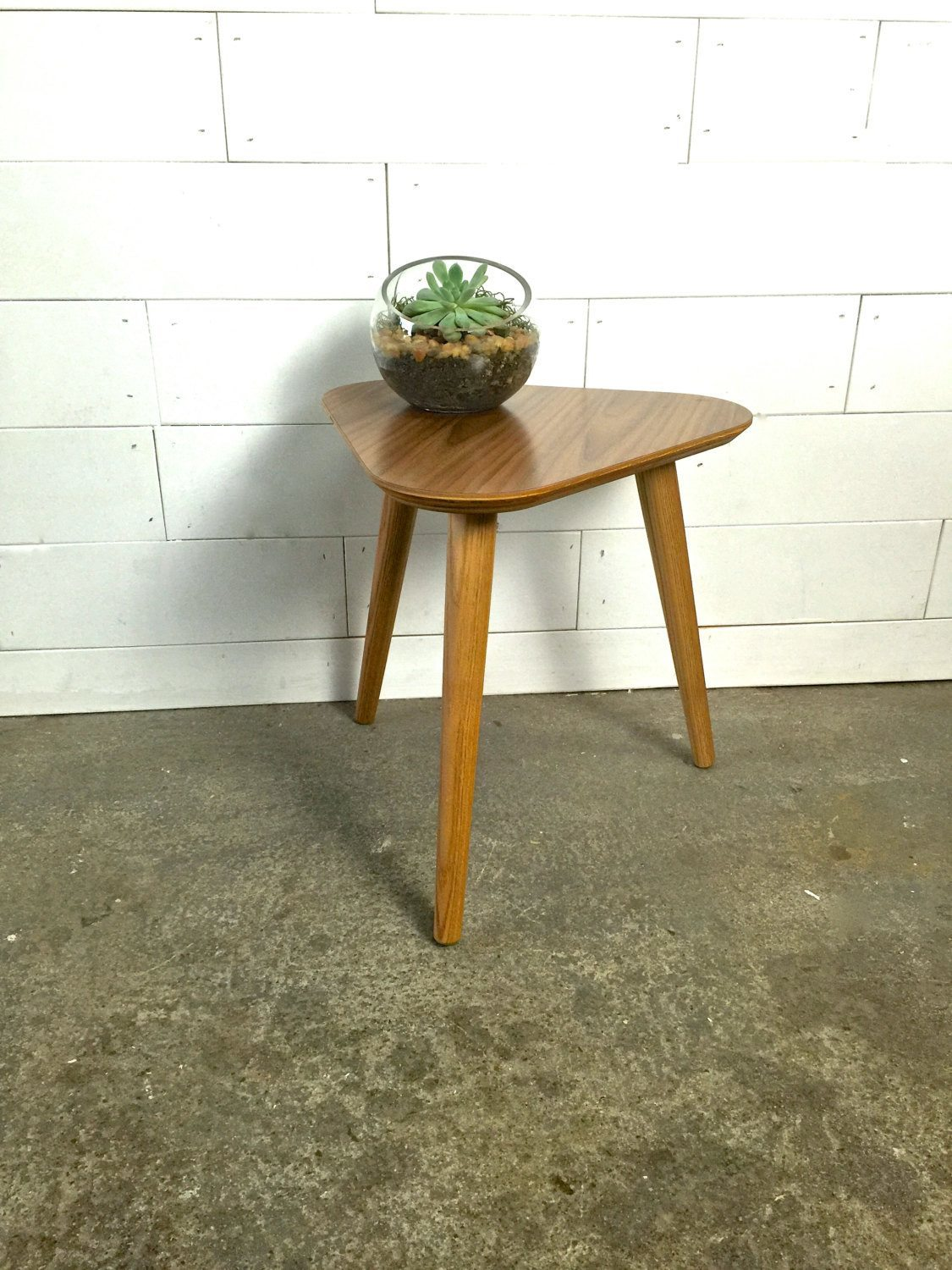 Valencia Triangle Stand - JeremiahCollection - 1