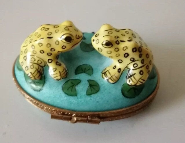Limoges Green Yellow Trinket Box, Frogs, Hand Painted, Vintage Collectible