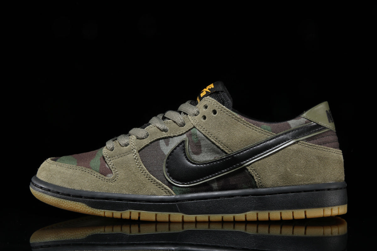 the latest 0f95e effc9 Zoom Dunk Low Pro