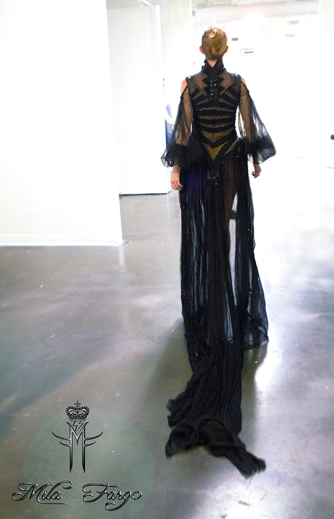 in the shadow of the valley of death END photo MILA FARGO EXOS COUTURE SHOW FALL 2015 2016