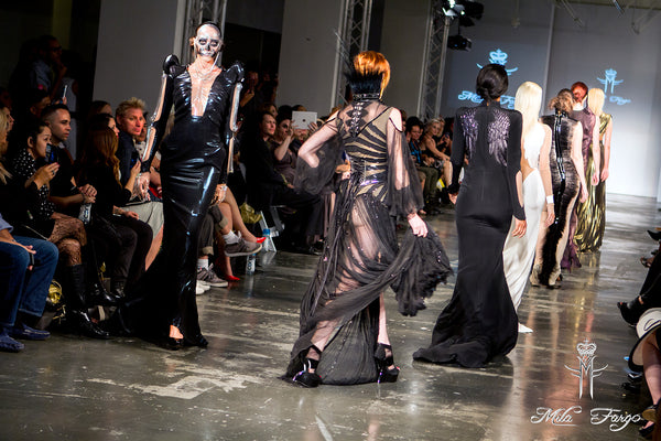 Mila Fargo runway END CLOSE / EXOS COUTURE SHOW 2015 /16