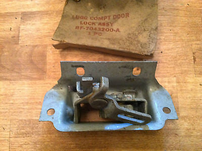 NOS FORD 1952-1954 LUGGAGE COMPARTMENT DOOR LOCK ASSY hot rat rod SCTA lead sled - Andrew's Automotive Archaeology