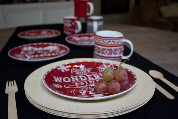 ... SET OF 4 RED AND WHITE Christmas Ceramic plates- ... & SET OF 4 RED AND WHITE Christmas Ceramic plates- | happeplace