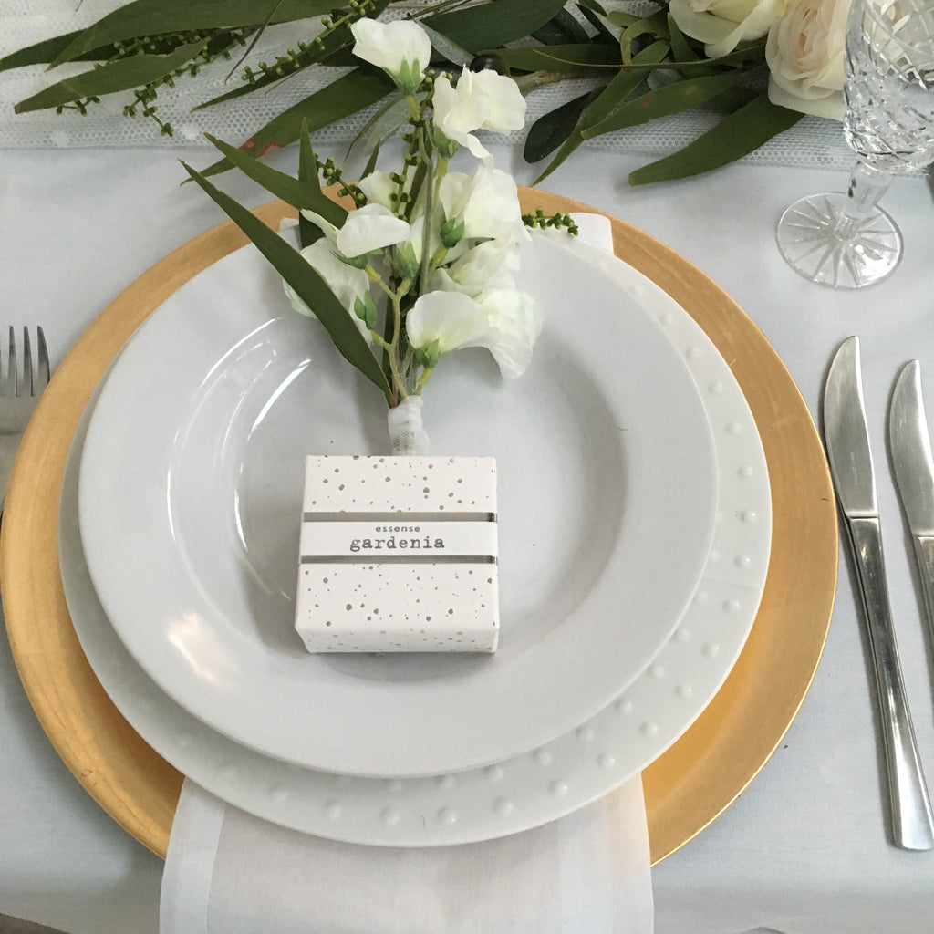 Table Setting Gold Charger | Confettievents
