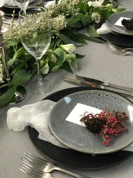 Table Setting Pale grey tablecloths & napkins