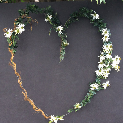 Ceremony Backdrop Wilted Daisy Heart