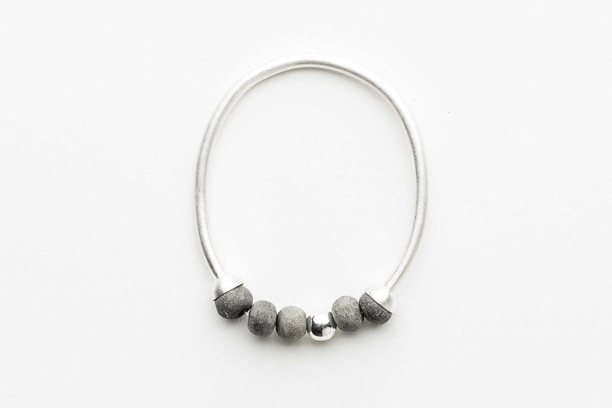 Dalilah bracelet charcoal/silver small