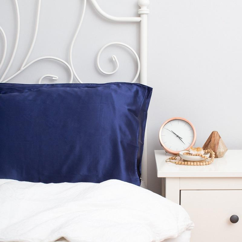 The Goodnight Co mulberry silk pillowcase - navy - bed