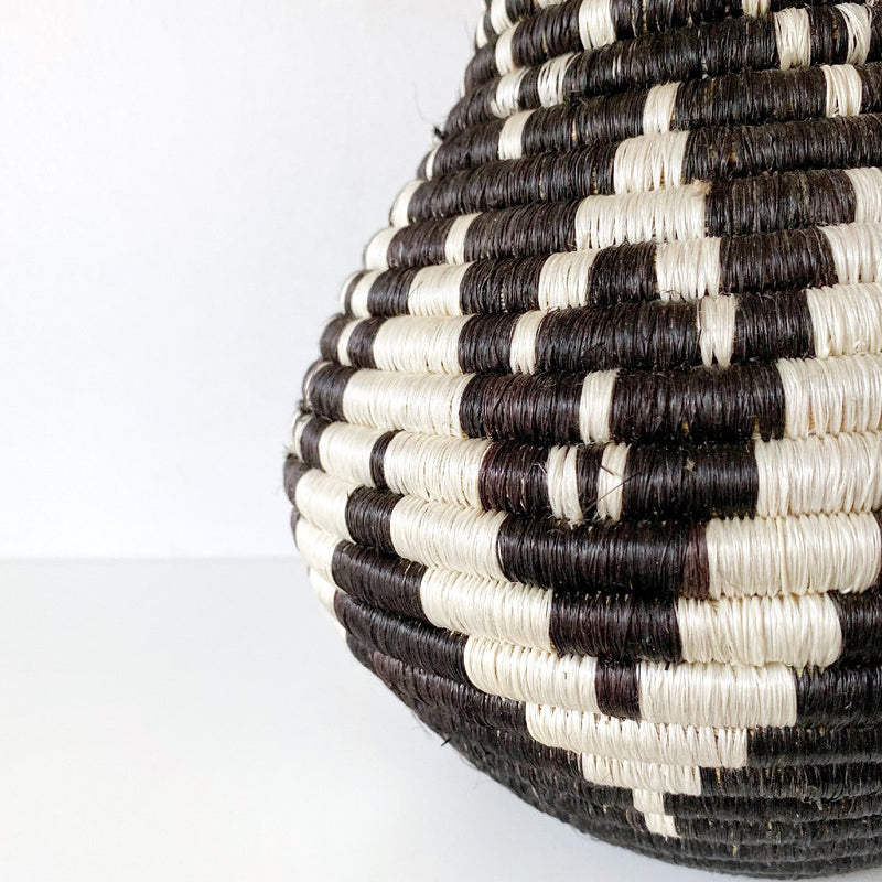 "African woven vase ""Rangi"" 