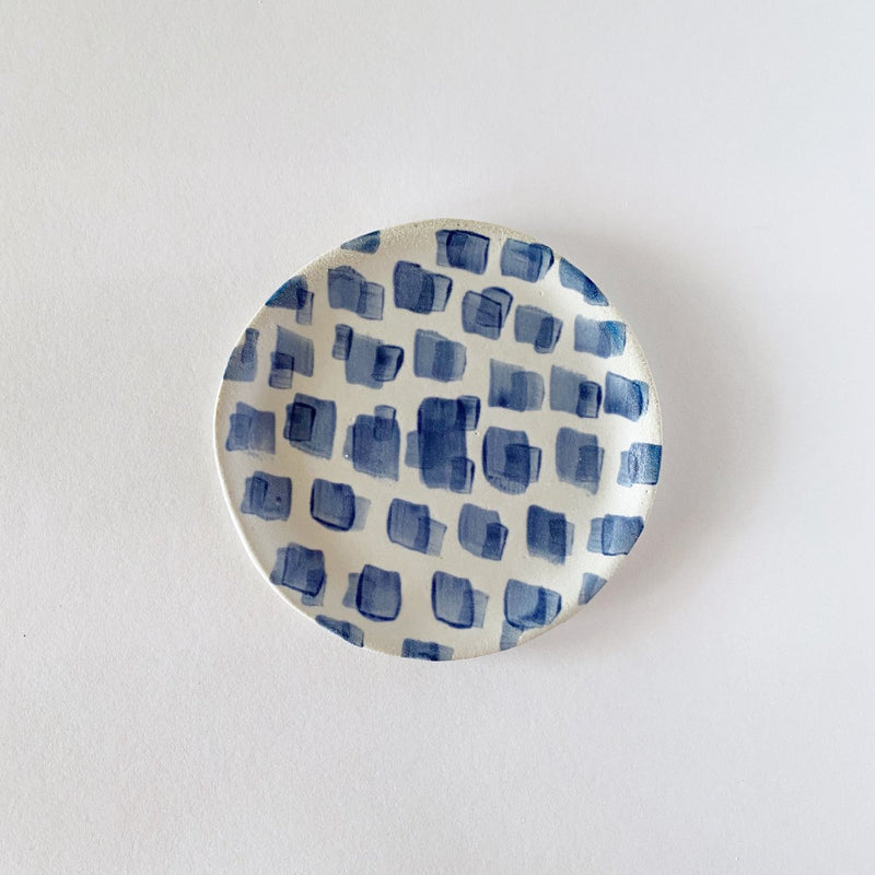 Clay Beehive | handmade ceramic plate | dashes | 12cm