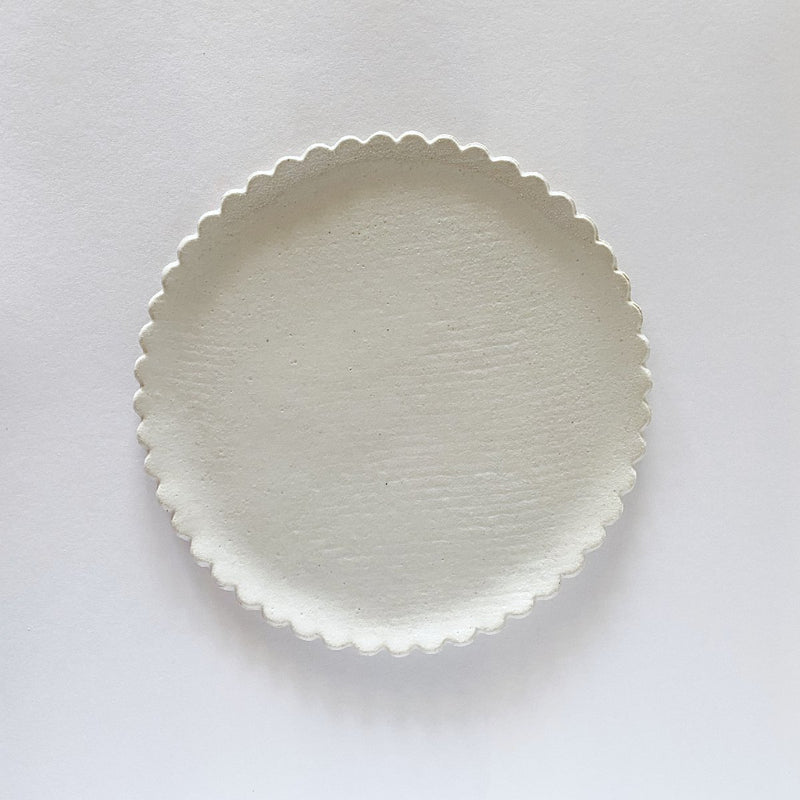 Clay Beehive | handmade ceramic scalloped plate | 17.5cm