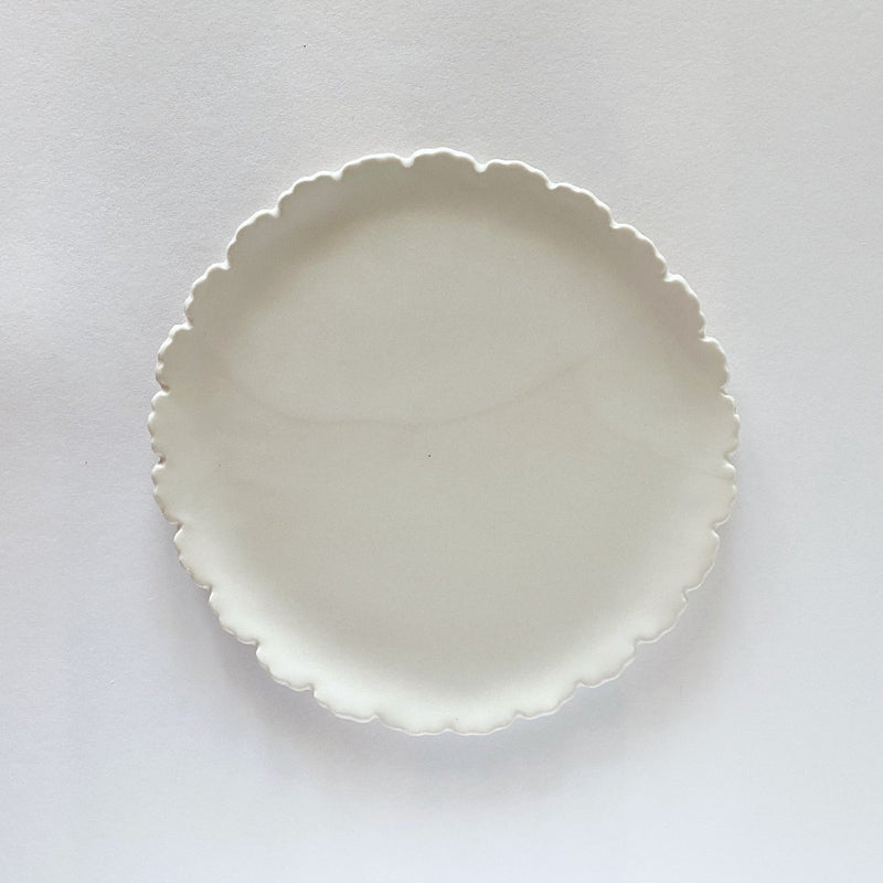 Clay Beehive | handmade ceramic scalloped plate 2 | 18cm