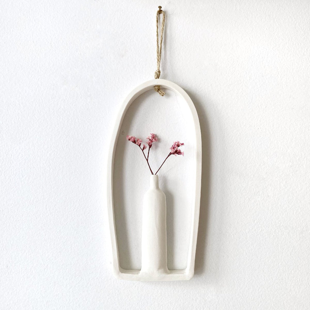 illys wall #9 | wall decor - single vase in arched frame