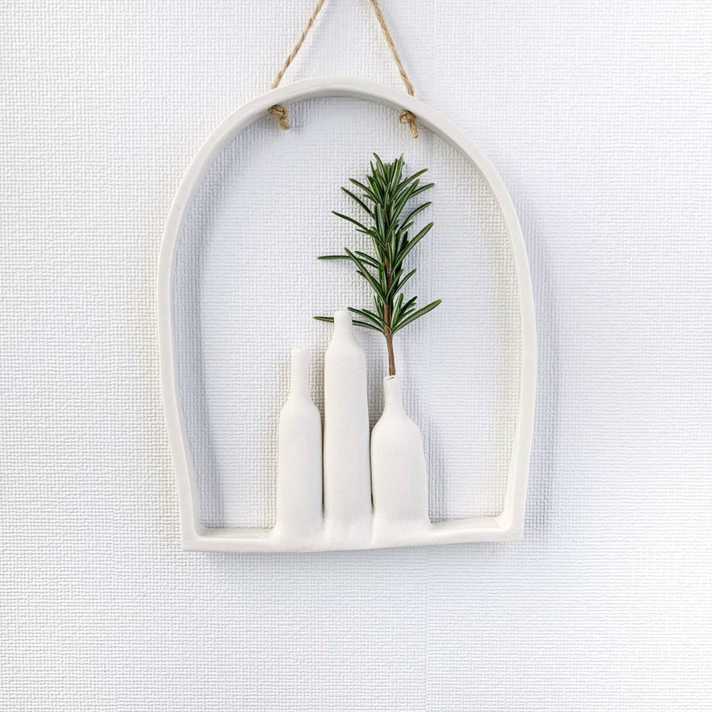 illys wall | wall decor - 3 vases in arched frame - white