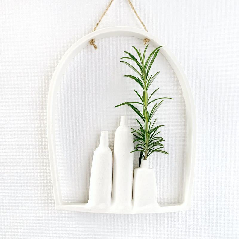 illys wall | 3 vases in arched frame #2 | white