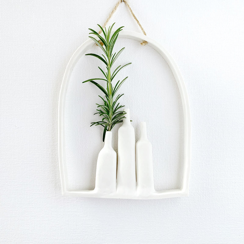 illys wall | wall decor - 3 vases in arched frame #2 - white