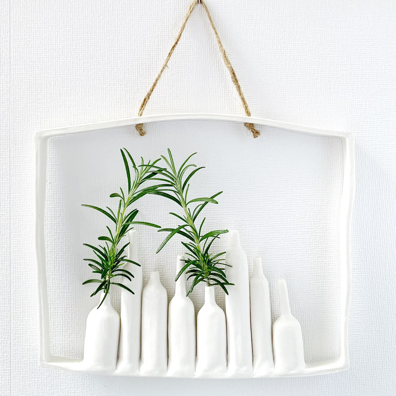 illys wall | 3 vases in arched frame #1 | white