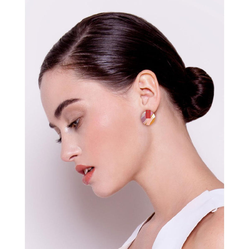 Moe Moe | Kate Mayes medium circle stud earrings | flossy - model