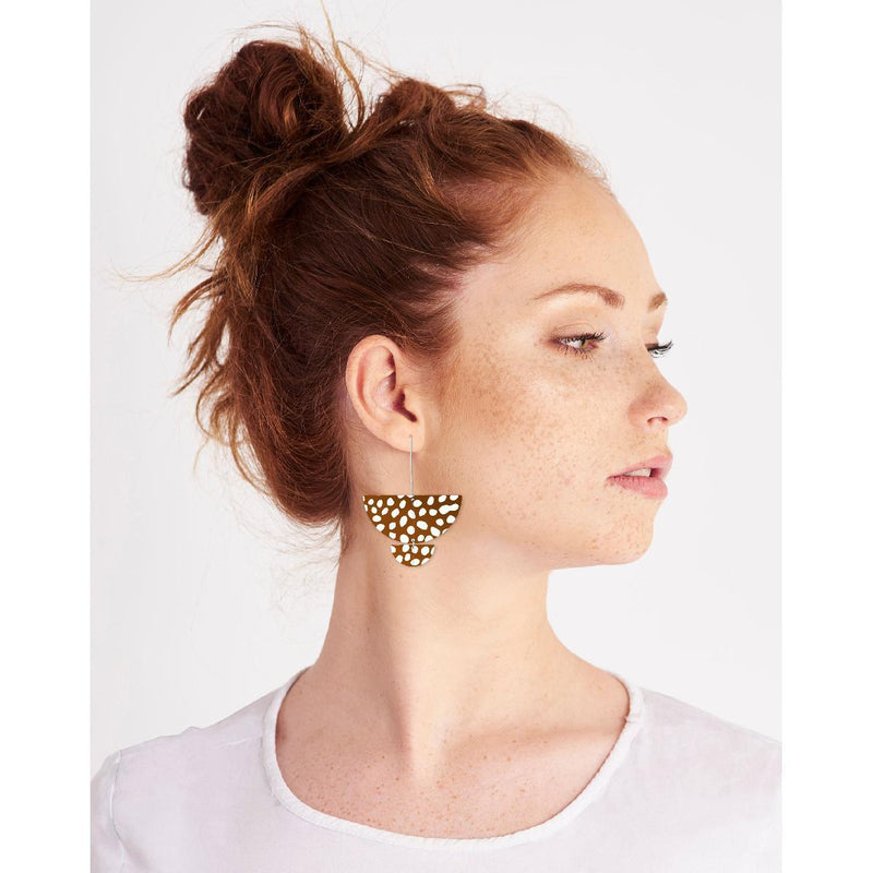 Moe Moe | speckles statement long drop earrings - model
