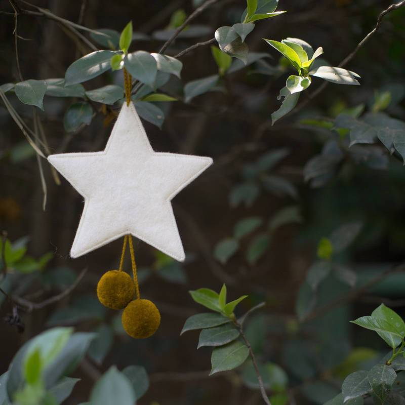 Muskhane | felt pom pom star decoration | natural-pollen - tree