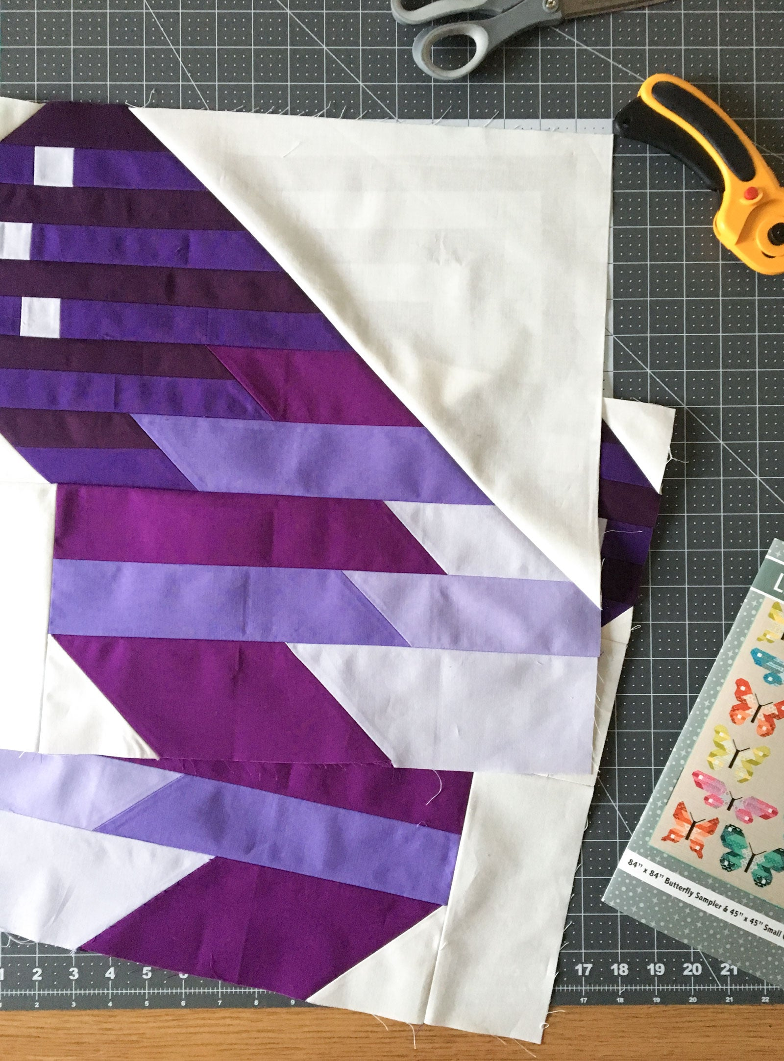 Butterfly quilt - Top Wings. Purple Bella Solids.