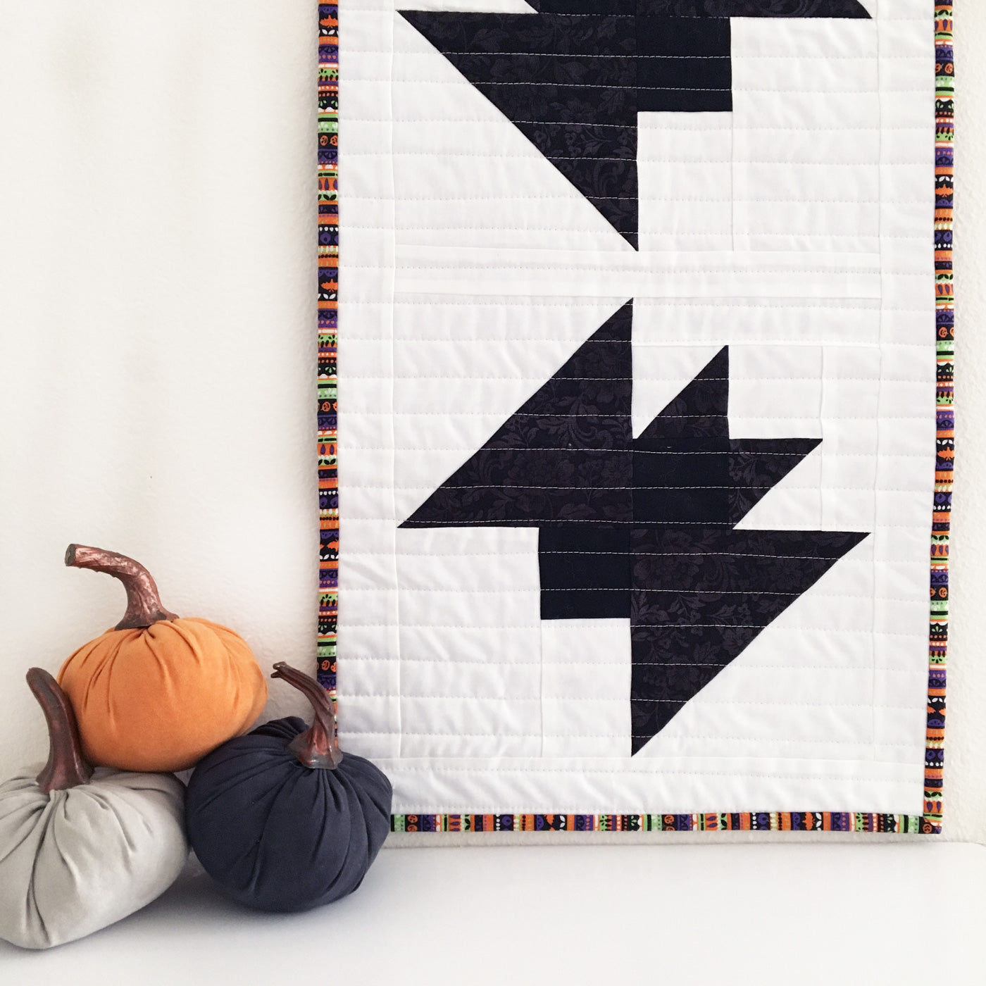 Halloween quilted wall hanging - bats quilt block.
