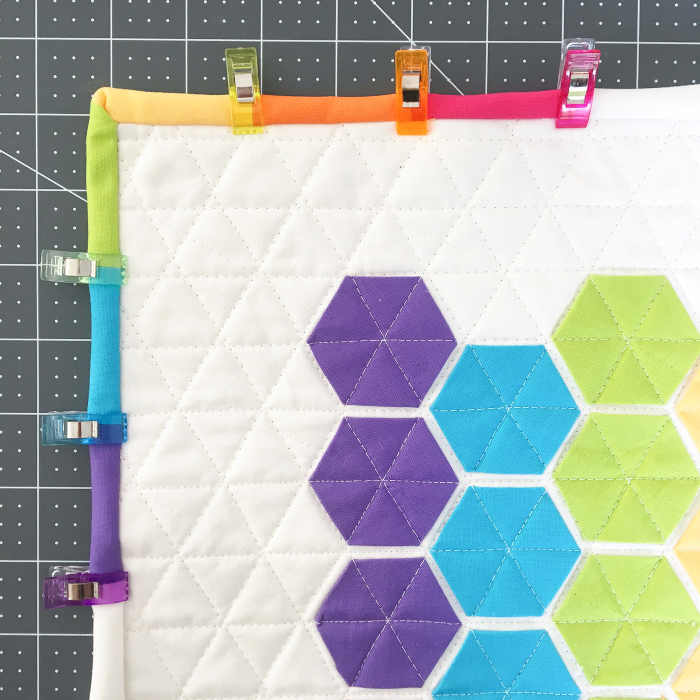 how to do the corner of a multicolor binding - modern quilting
