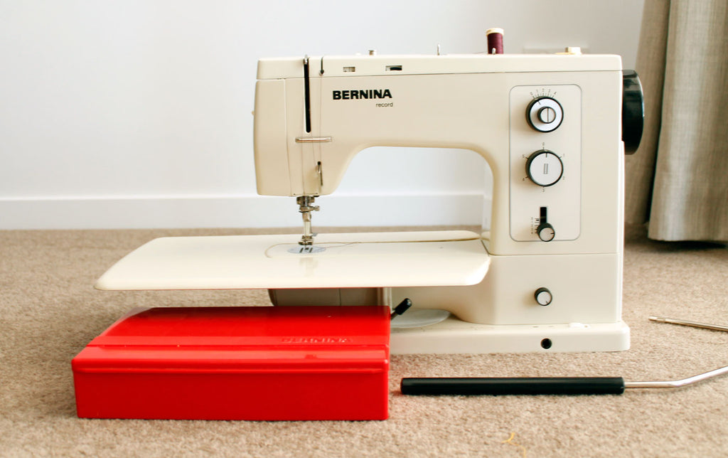 Bernina 830 with knee lift and the red accessories box