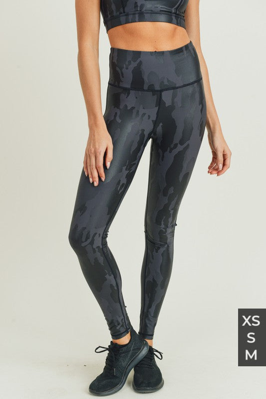 Black camo foil leggings