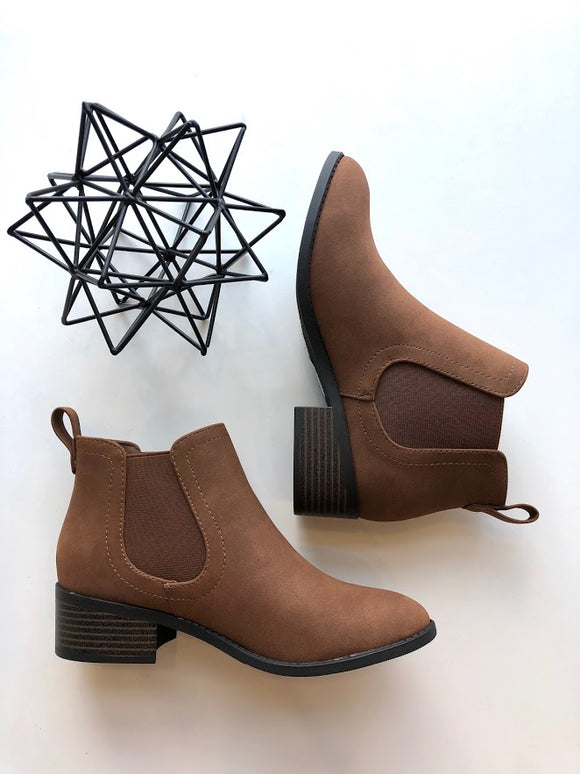 Cognac pull on bootie
