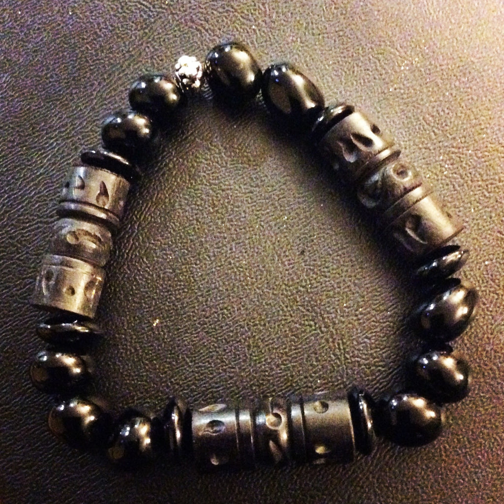 Dark Wood and Black Onyx Bracelet - LAQUOR
