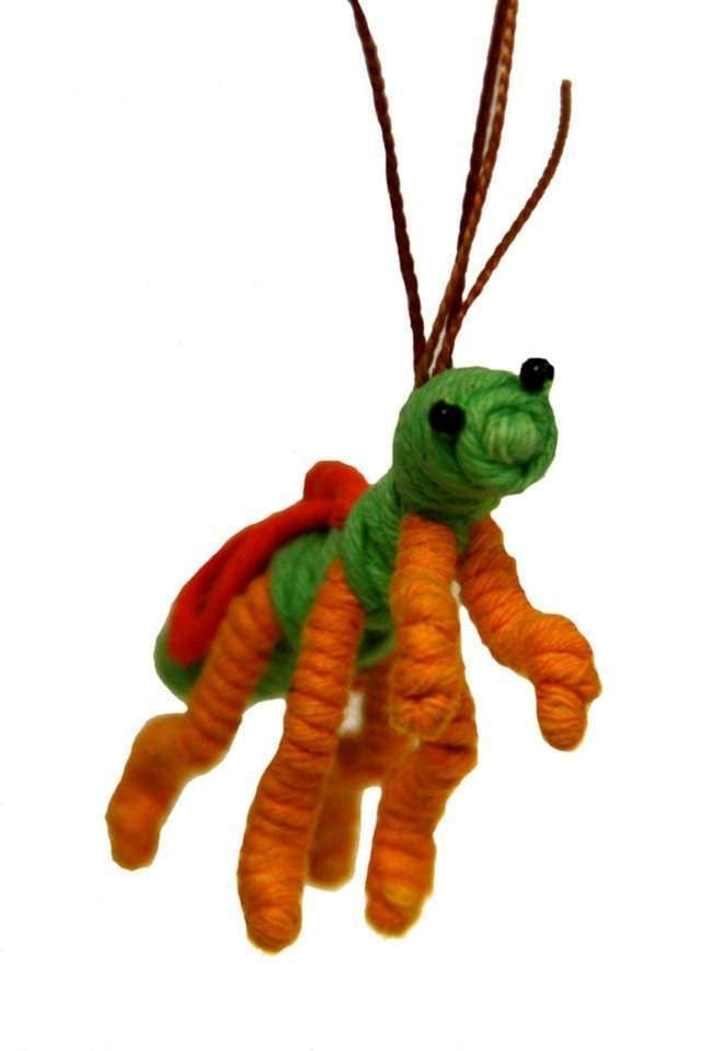 Yarn Praying Mantis Ornament - Colombia