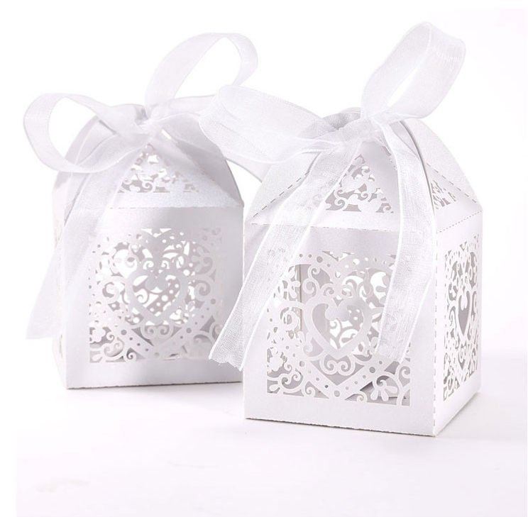 White Heart Pearl Paper Favour Box