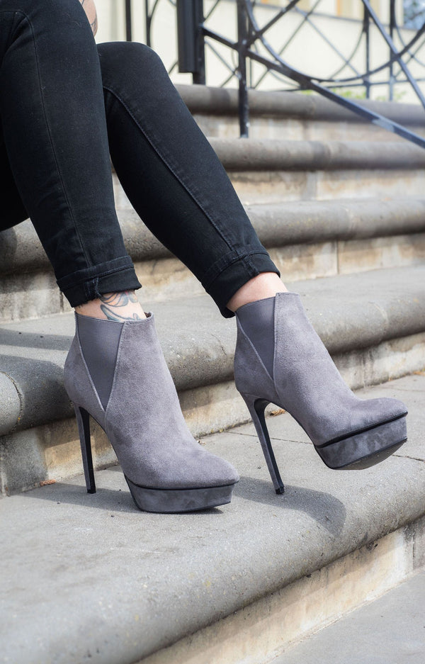 Daisy Grey Suede Boots