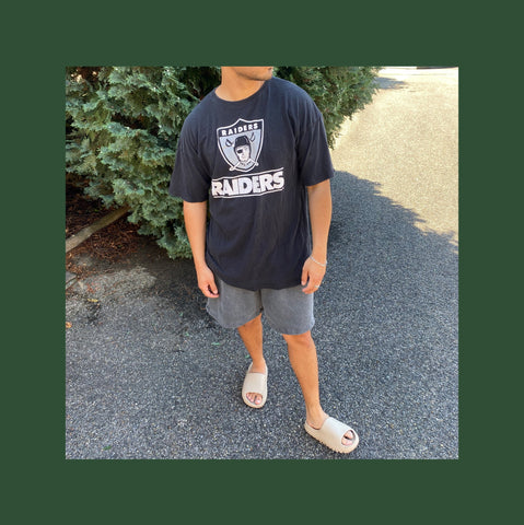 Vintage Raiders T-shirt Outfit
