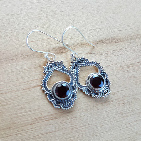 Garnet Round Rawa Earrings