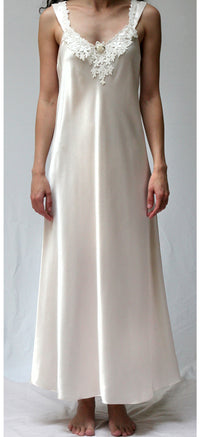 34011 - Satin Long biais cut gown ( Orchid color on sale)