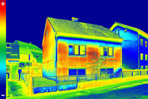 WADE BUILDING SUPPLIES | POORLY INSULATED HOME EXAMPLE USING A THERMAL CAMERA