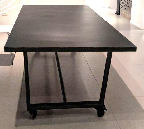 KEVIN- Metal dining table with caster wheels