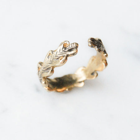 Laurel wreath open ring - brass