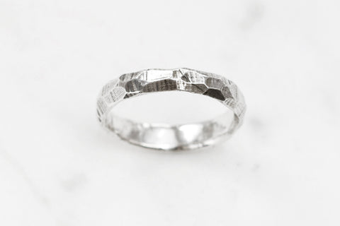 Rough and smooth ring - slim silver