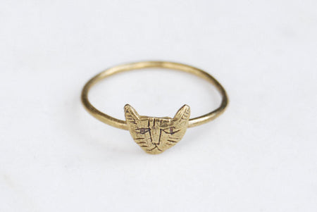Tiny cat ring - brass