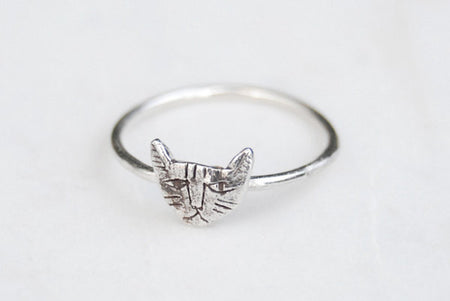 Tiny cat ring - silver